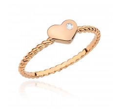 Delikatny złoty pierścionek z brylantem